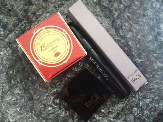 A quick look at what i got! Besame Sweetheart Balm, Face Highlighter, Face Mascara, and Mia BelleZZa Eye Crayon. The products are safely packaged in a layer of bubble wrap under the tissue paper